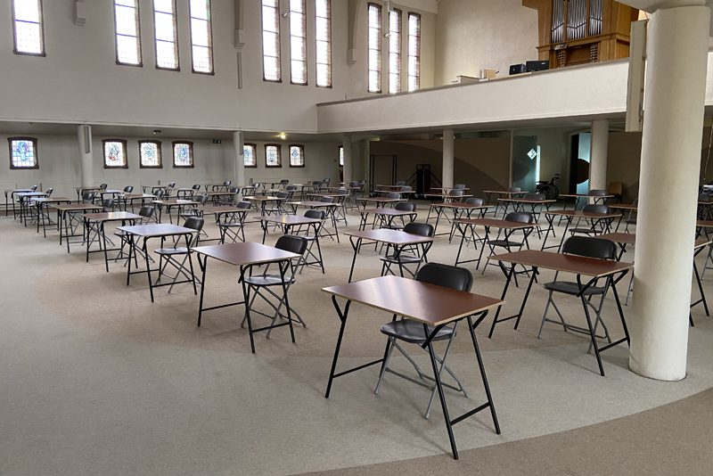 Examens in kerkzaal